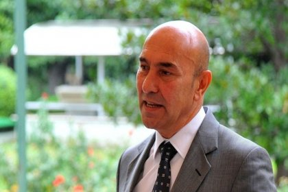 İzmir Valiliği, 'içki satışı yasağı kararı oy birliğiyle alındı' dedi, Büyükşehir'den yalanlama geldi: Kararda Tunç Soyer'in imzası yok