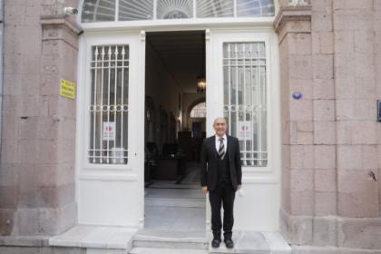 İzmir'de 130 yıllık tarihi belediye binası yeniden hizmete alındı