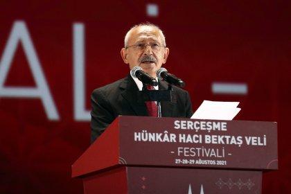 Kılıçdaroğlu anma programında Hacı Bektaş-ı Veli'nin sözleriyle seslendi; 'İnsan iyilikle yarışmalı, haksızlığa karşı direnmeli, adaletten sapmamalı ve hiçbir zaman umutsuzluğa düşmemeli'