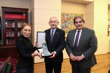 Kılıçdaroğlu, Buz Pateni Şampiyonu Naz Arıcı'yı kabul etti
