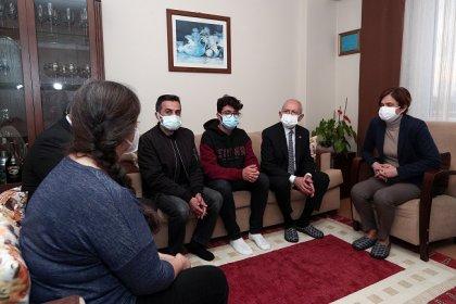 Kılıçdaroğlu, Covid-19 nedeniyle hayatını kaybeden CHP İstanbul İl Başkan Yardımcısı Kemal Gülhan'ın ailesine taziye ziyaretinde bulundu