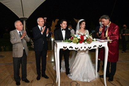 Kılıçdaroğlu, Isparta Gönen Belediye Başkanı Osman Kesmen'in kızının nikah şahidi oldu