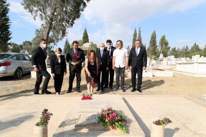 Kılıçdaroğlu, Kutlu Adalı'nın mezarını ziyaret etti: 'Devlete sızmış çeteleri temizleyeceğiz, hesap verecekler'