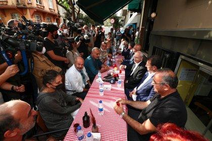 Kılıçdaroğlu, Orhan Kemal Müzesi'nde tiyatro sanatçıları ile buluştu