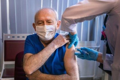 Kılıçdaroğlu: Sıramız geldi, eşim Selvi Hanım ile birlikte Covid-19 aşımızı yaptırdık