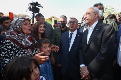 Kılıçdaroğlu Van'da selden etkilenen köyü ziyaret etti: Hiç kimse kendisini sahipsiz hissetmesin, sorunları el birliği ile çözeceğiz