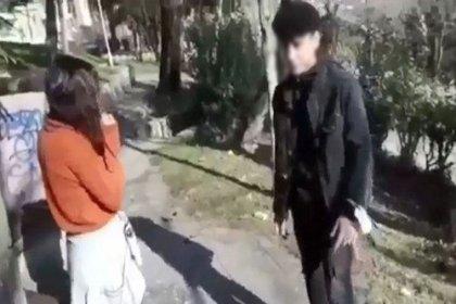 Kız arkadaşını darbedip sosyal medyada paylaştı