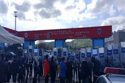 Kobani davasında gerginlik: Avukatlar salonu terk etti