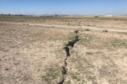Konya Ovası'nda meydana gelen yarıklar yerleşim yerlerine ulaştı