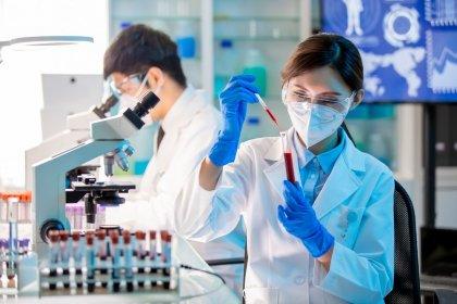 Koronavirüsün tüm mutasyonlarını etkisiz hale getirebilen antikor ilacı insan denemelerine başladı