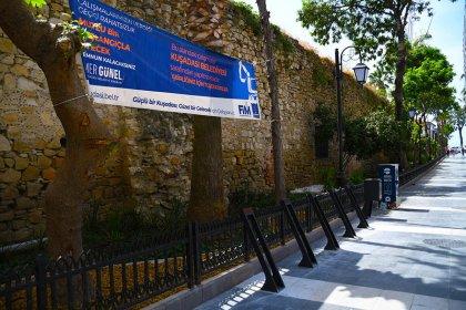 Kuşadası'nın turistik çarşılarında yenileme çalışmaları devam ediyor