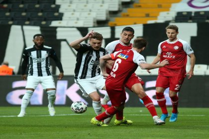 Lider Beşiktaş, Fatih Karagümrük'e 2-1 yenildi