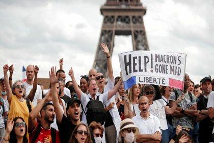Macron'dan aşı zorunluluğuna yönelik protestolara 'sorumsuzluk' tepkisi