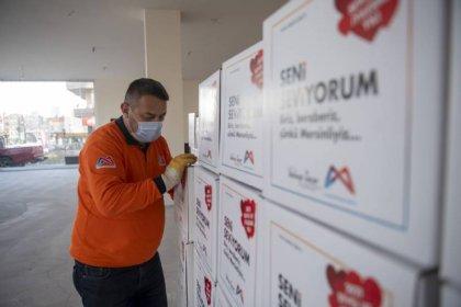 Mersin Büyükşehir Belediyesi'nden iş yerleri kapalı 5 bin 785 esnafa gıda kolisi