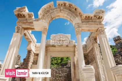 Mobil turizm uygulaması Visitİzmir, 30 ilçeyi kapsayan 11 kategori ve 2 bin 300'den fazla noktayla erişime açıldı