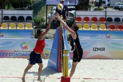 Plaj voleybolunda Erkek Milli Takımı yarı finale kaldı, Kadın Milli Takımı elendi