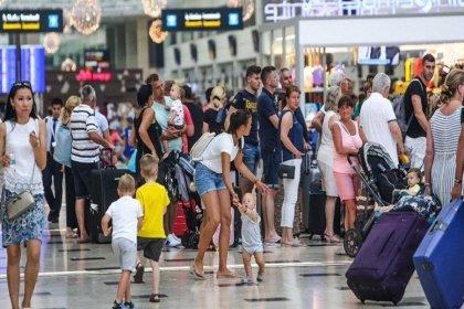 Reuters: Türkiye kendi insanını eve kilitlerken turistleri ağırlıyor