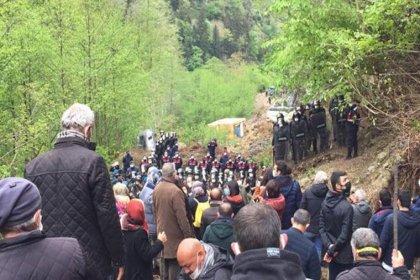 Rize İşkencedere'de direniş sürüyor: İş makineleri ağaçları kopardı