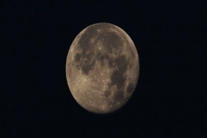 Rus kozmonot 'yassılaşan' Ay görüntüsünü paylaştı