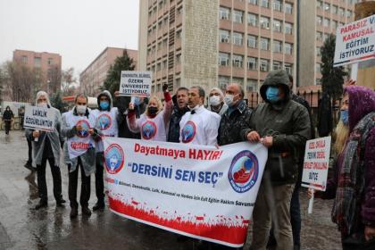 Seçmeli din dersi baskısı Milli Eğitim Bakanlığı önünde protesto edildi