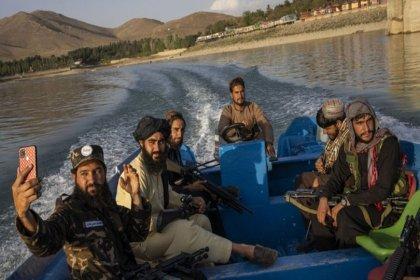 Taliban'dan selfie yasağı!