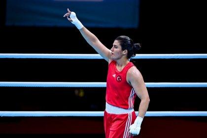 Tokyo Olimpiyat Oyunları'nda boksör Busenaz Sürmeneli çeyrek finale yükseldi