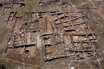 Tünel için yapılan bağlantı yolu çalışmasında 2 bin yıllık yerleşim bulundu