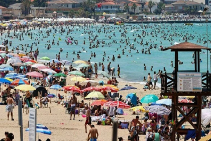 'Turist alan illerde ciddi bir Covid-19 vaka artışı var'