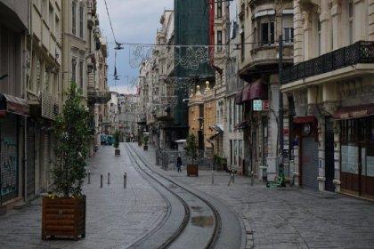 Yüksek ve çok yüksek riskli illerde pazar günü sokağa çıkma yasağı devam ediyor