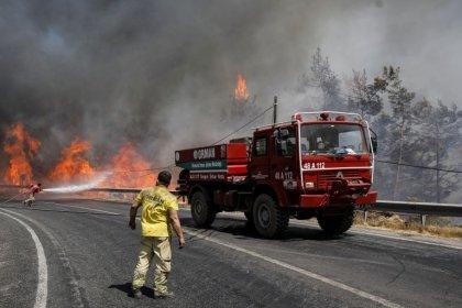 """Yunanistan: """"Ülkemizdeki yangınlara rağmen Türkiye'ye yardım teklifimiz halen geçerli"""""""